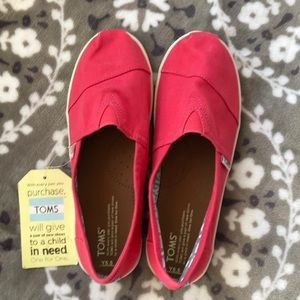 NWT TOMS Youth Classic pink canvas sz 5.5